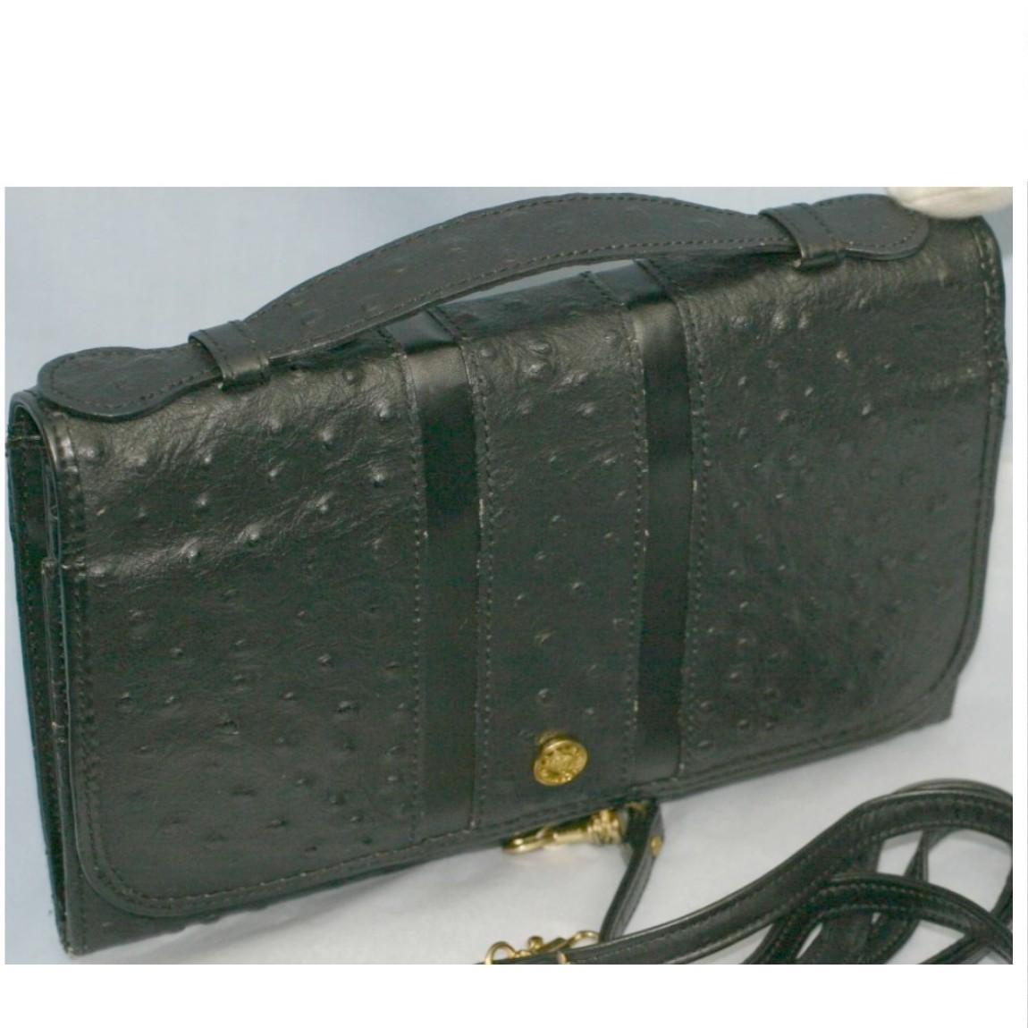 【中古】本物綺麗黒オーストリッチ模様型押持手付お財布として使用可能バッグ ○C10-358-4
