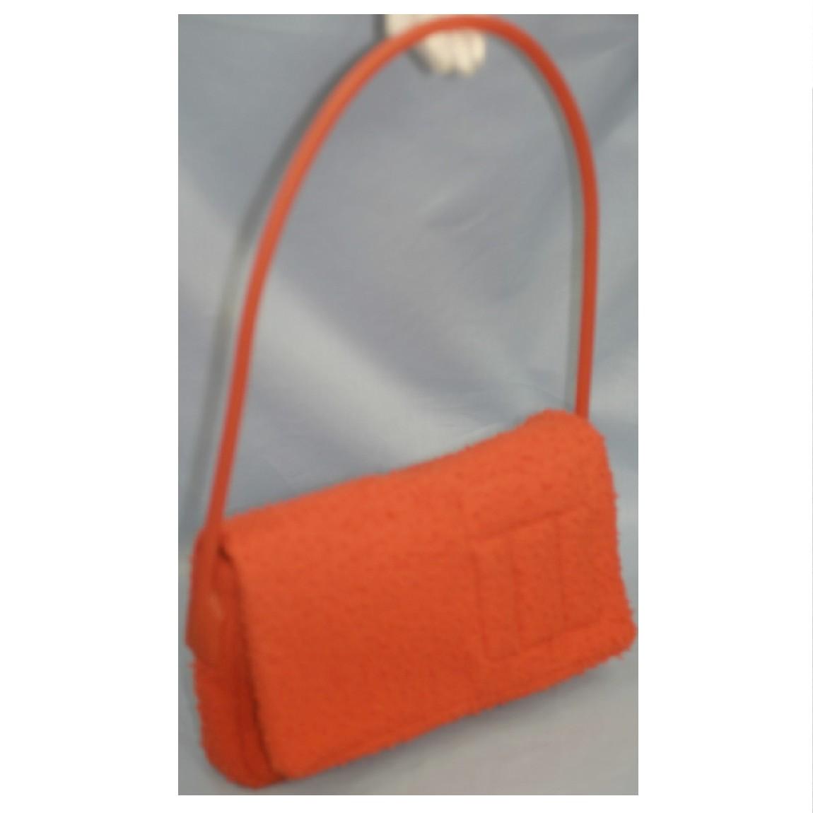 【中古】本物綺麗ミュウミュウオレンジ色ツイード素材のような質感x丈夫なラバー素材長い持ち手の29センチセミショルダー