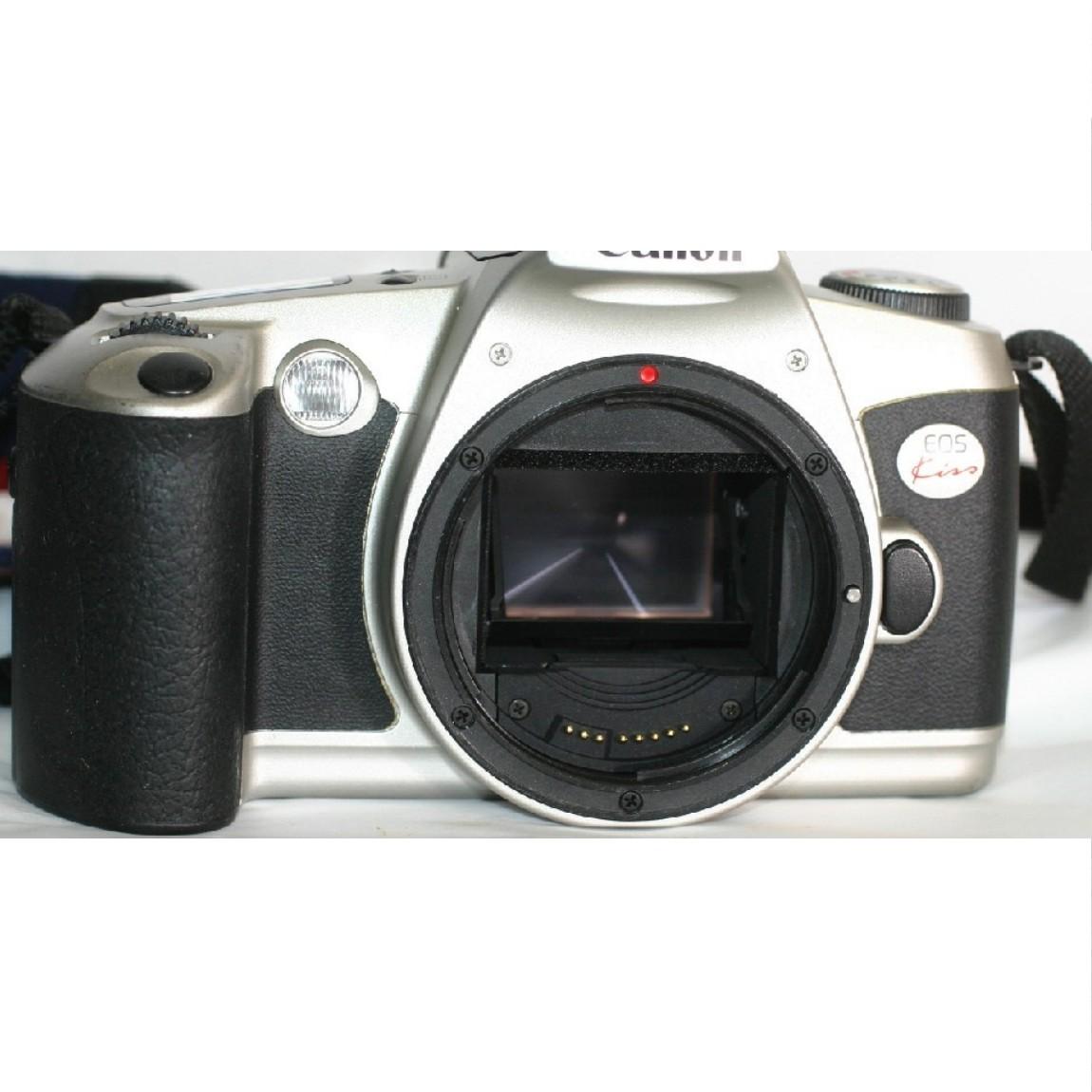 【中古】完動美品キャノンの35mmフィルム使用1眼レフAFカメラEOS KISSシルバーボディ ○F13-22-1