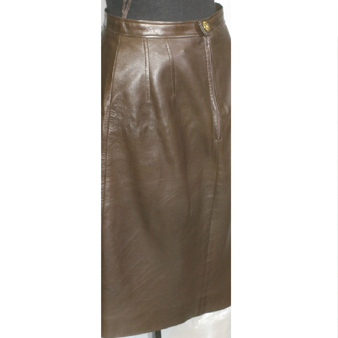 【中古】本物美品シャネルブティック女性用サイズ表記38柔らかい羊革素材スカート金色金具に象の姿