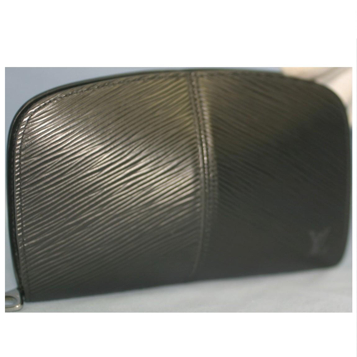 【中古】本物数回使用L/Vエピ女性用数回使用ラウンドファスナー17x11センチ財布ポルトフォイユ・エピZ外観は抜群に綺麗