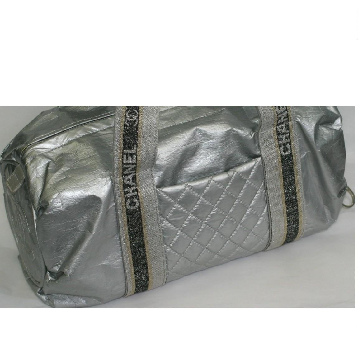 【中古】本物可シャネル女性用シルバーグレー色ボストンバッグ サイズW30H18D16,5cm 中に直営店のシールあります
