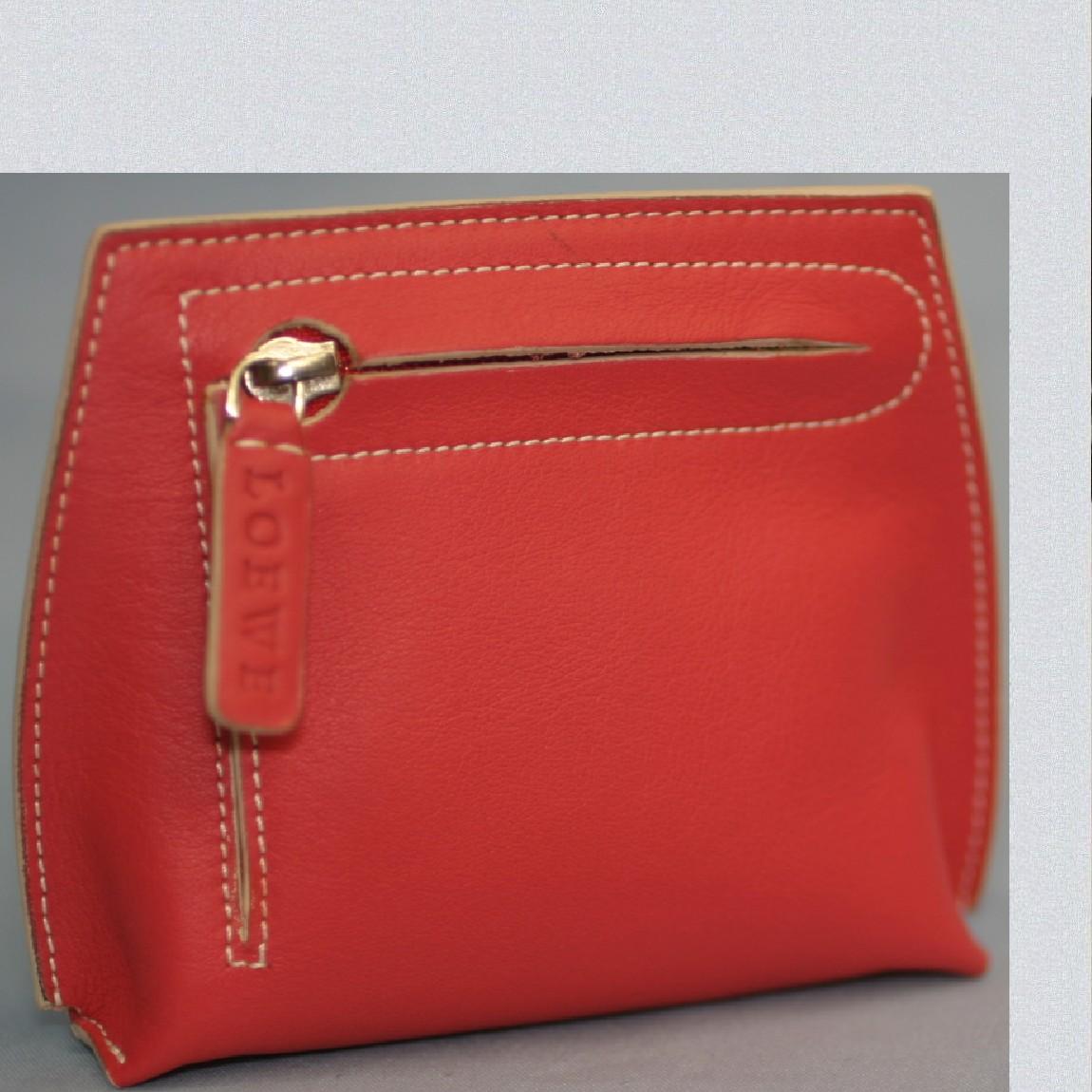 【中古】本物新品未使用ロエベ女性用エンジ色柔らかい羊革素材10,6x8,8x3センチコインケースプレゼントに最適