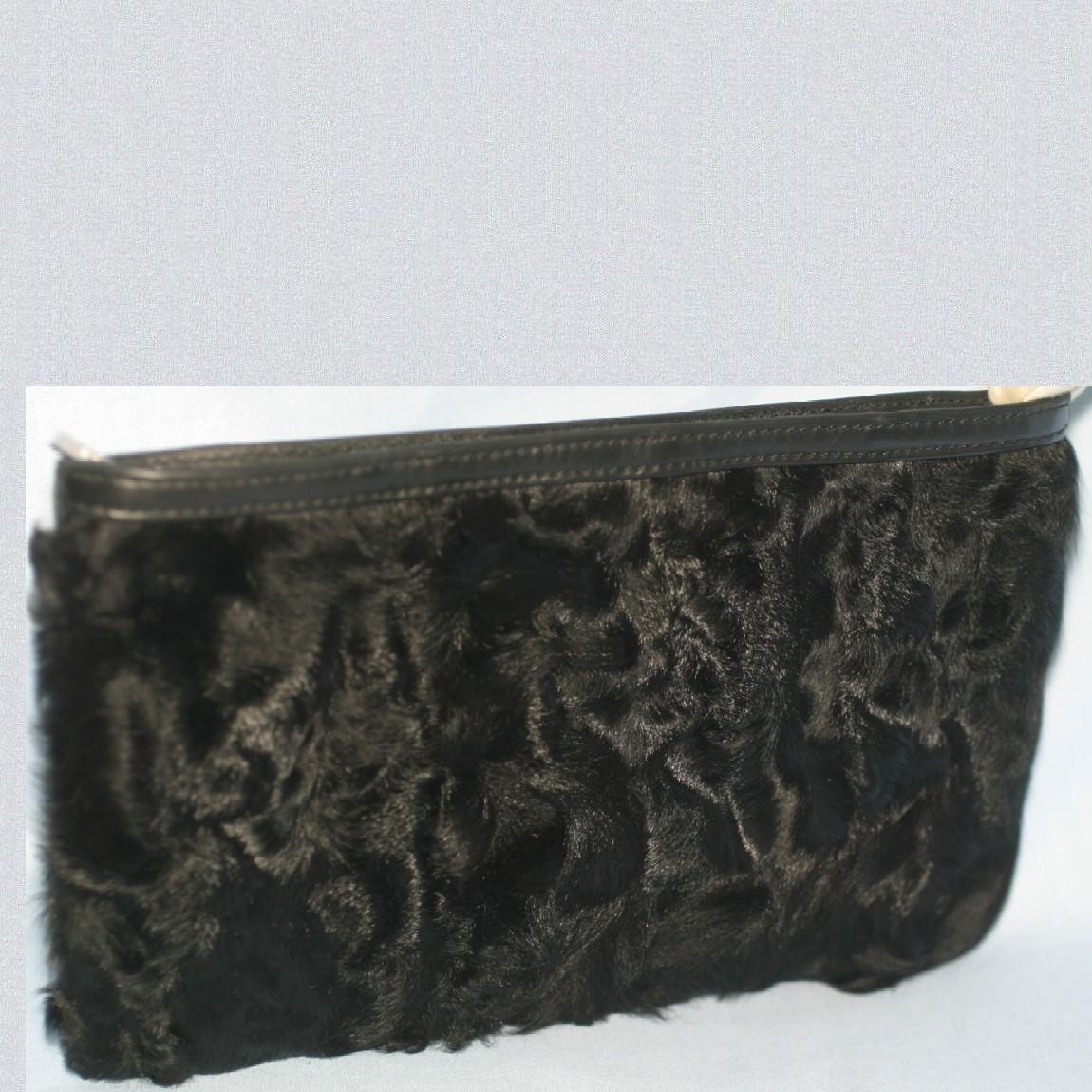 【中古】本物新品同様ロエベ女性用24x16,5センチ黒兎毛x柔らかい革フラットポーチ