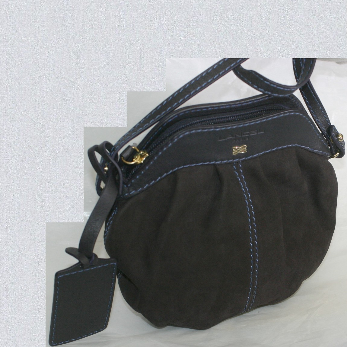 【中古】本物抜群に綺麗ランセル女性用焦げ茶色バックスキンに黒い革を使用しているショルダーバッグ サイズW20,5H19,5D3cm
