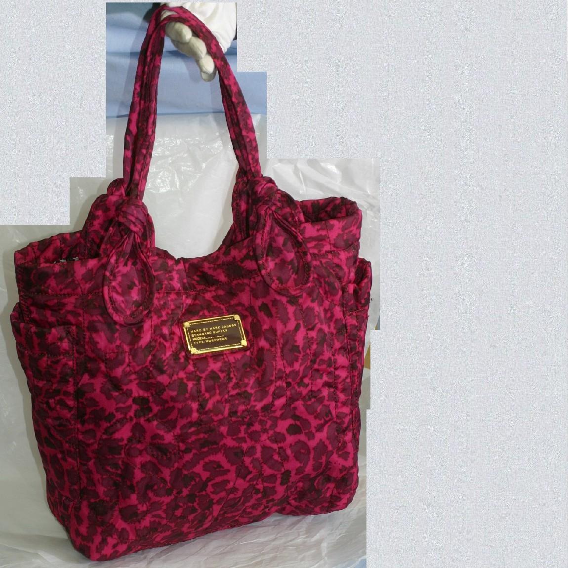 【中古】本物ほぼ新品マークジェイコブス女性用ピンク色地に豹柄「レオパルド」トートバッグ サイズ上W35下W27H32,5D10,5cm