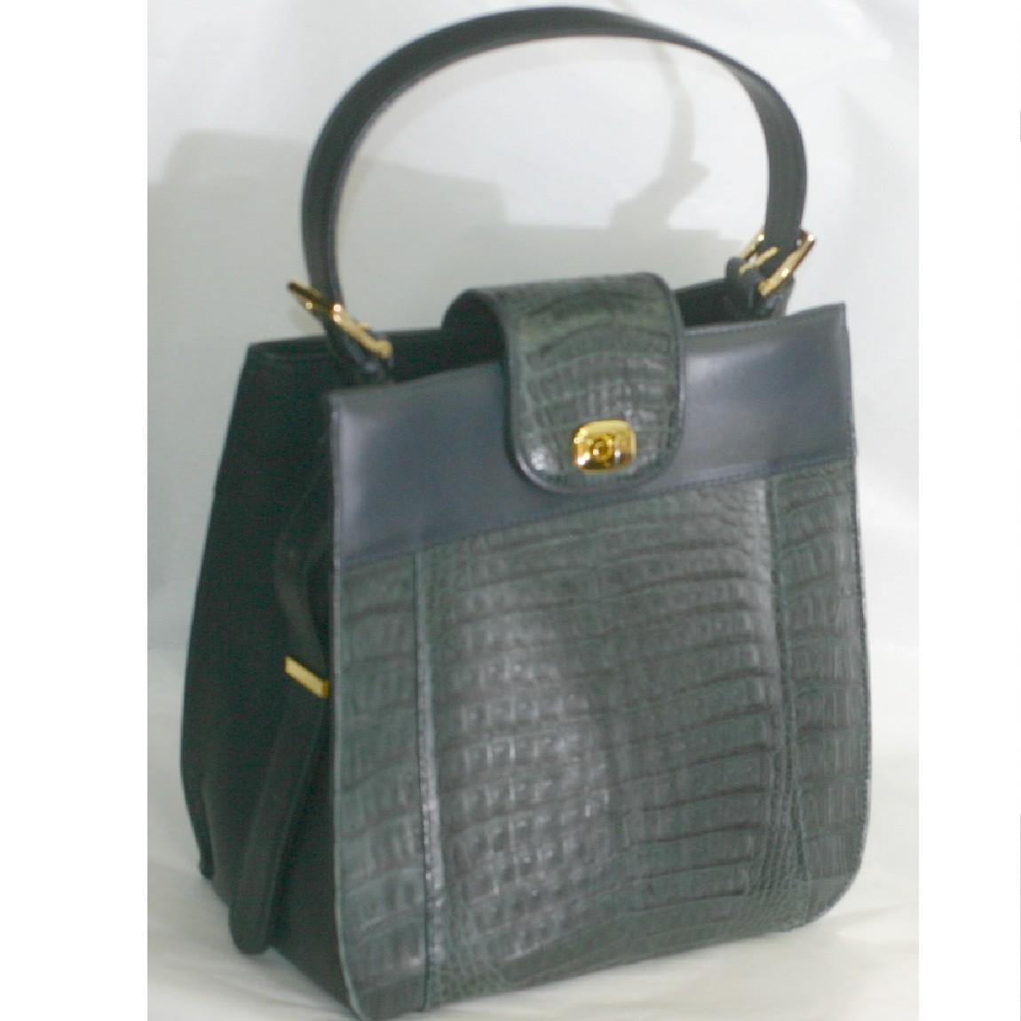 中古 ほぼ新品女性用の濃紺色牛革素材に鰐革をパッチワークした2WAYのバッグ ○C14-137 奉呈 評価 サイズW25H24D12cm