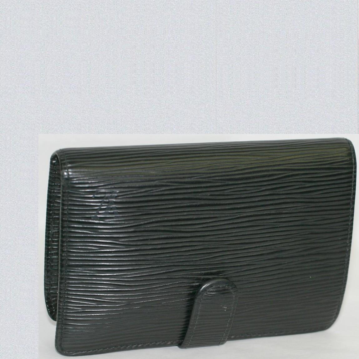 【中古】本物可L/V女性用エピの黒いがま口の財布M63242 ○C11-236