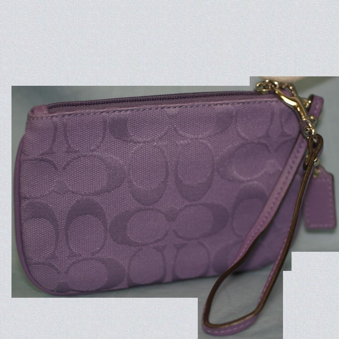 【中古】本物新品未使用コーチ女性用紫色シグネチャー17cmリストレットハンドポーチF45659