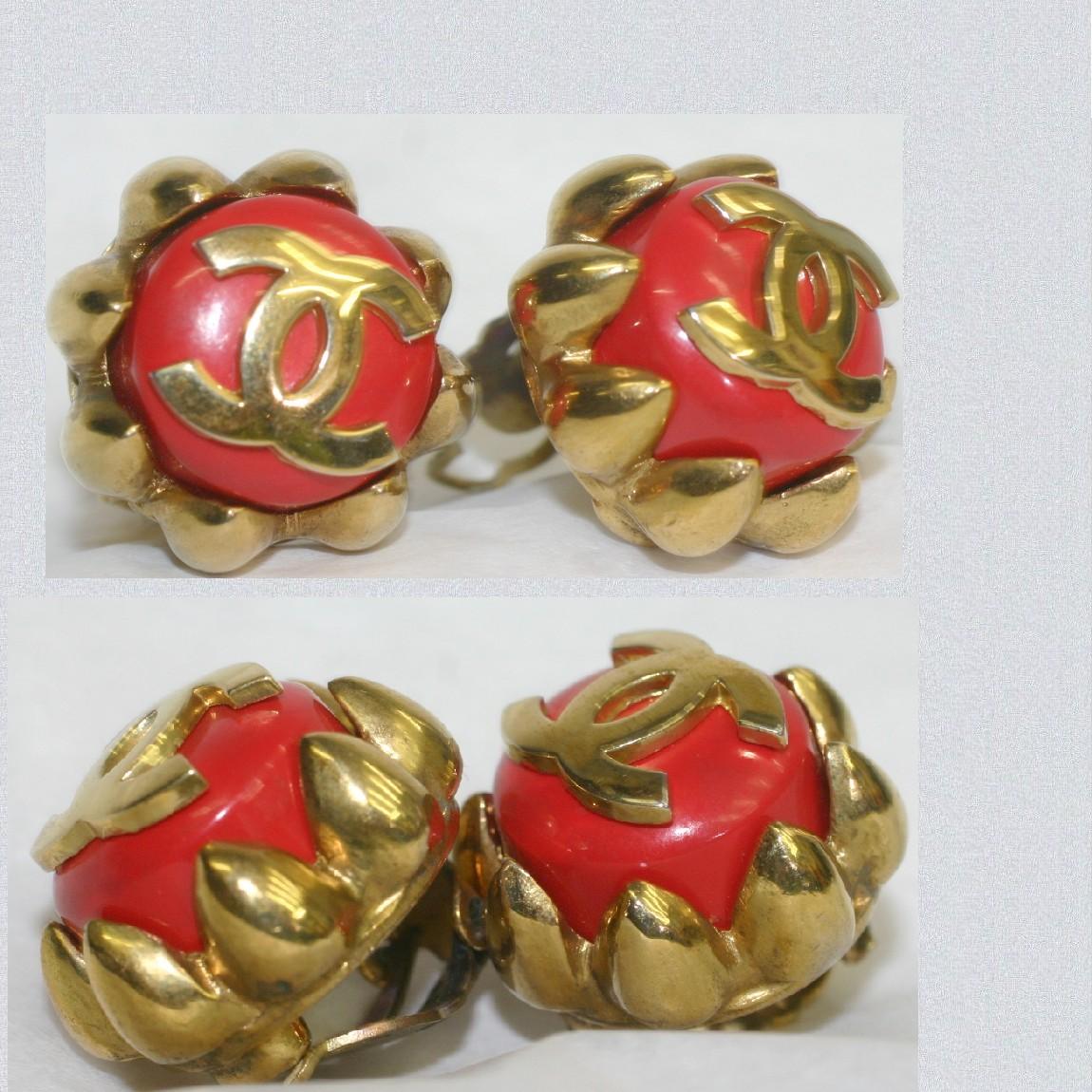 【中古】本物綺麗シャネル女性用30年位前のゴージャスなイヤリング中の朱色の石の上に金色ココマーク重さ1個17gさいずW2,4H2,4D1,2cm