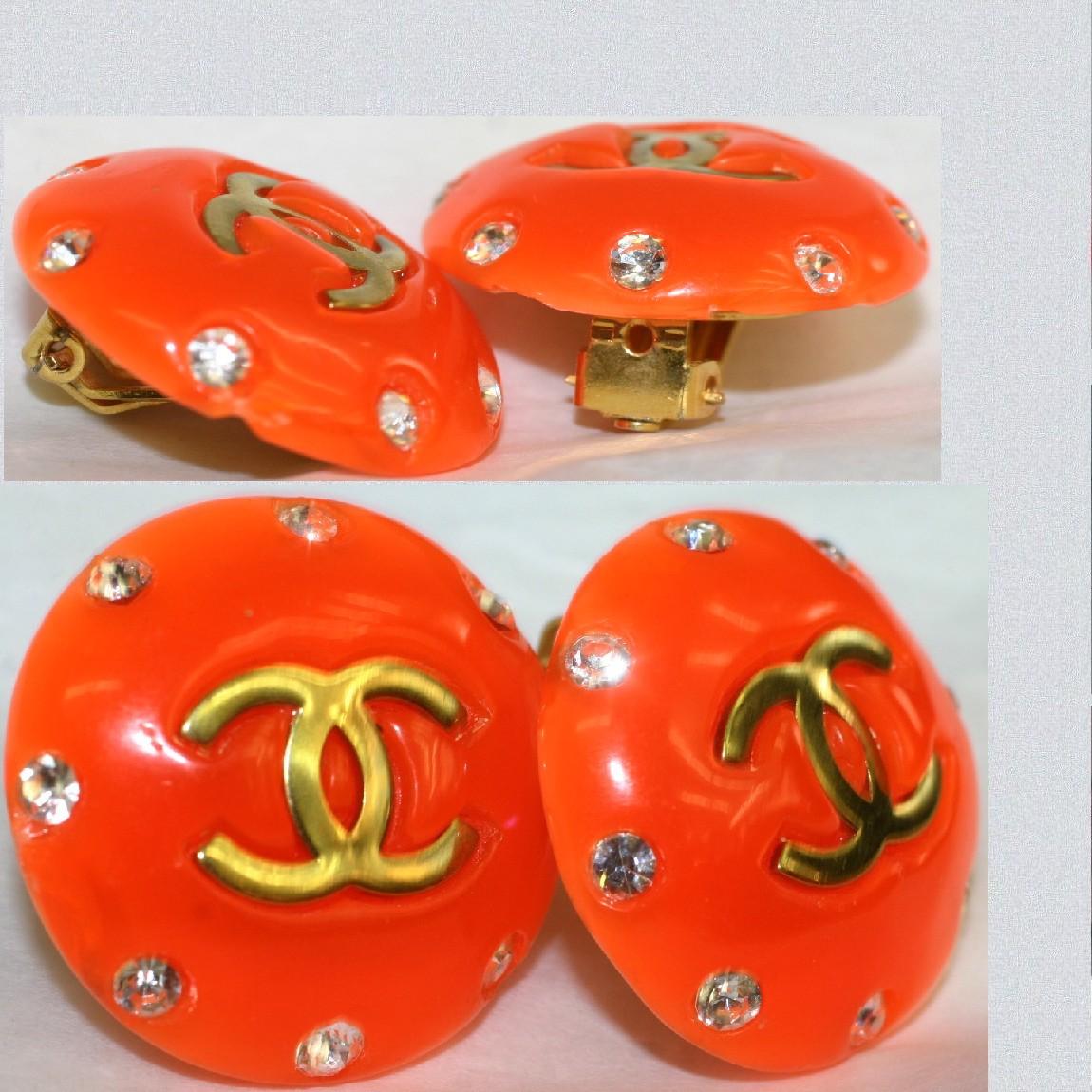 【中古】本物綺麗シャネル1995年製女性用イヤリングオレンジ色丸い素材に8個のラインストーンつき中央に金色金具のココマーク直営店で滑り止めリアパット交換済み