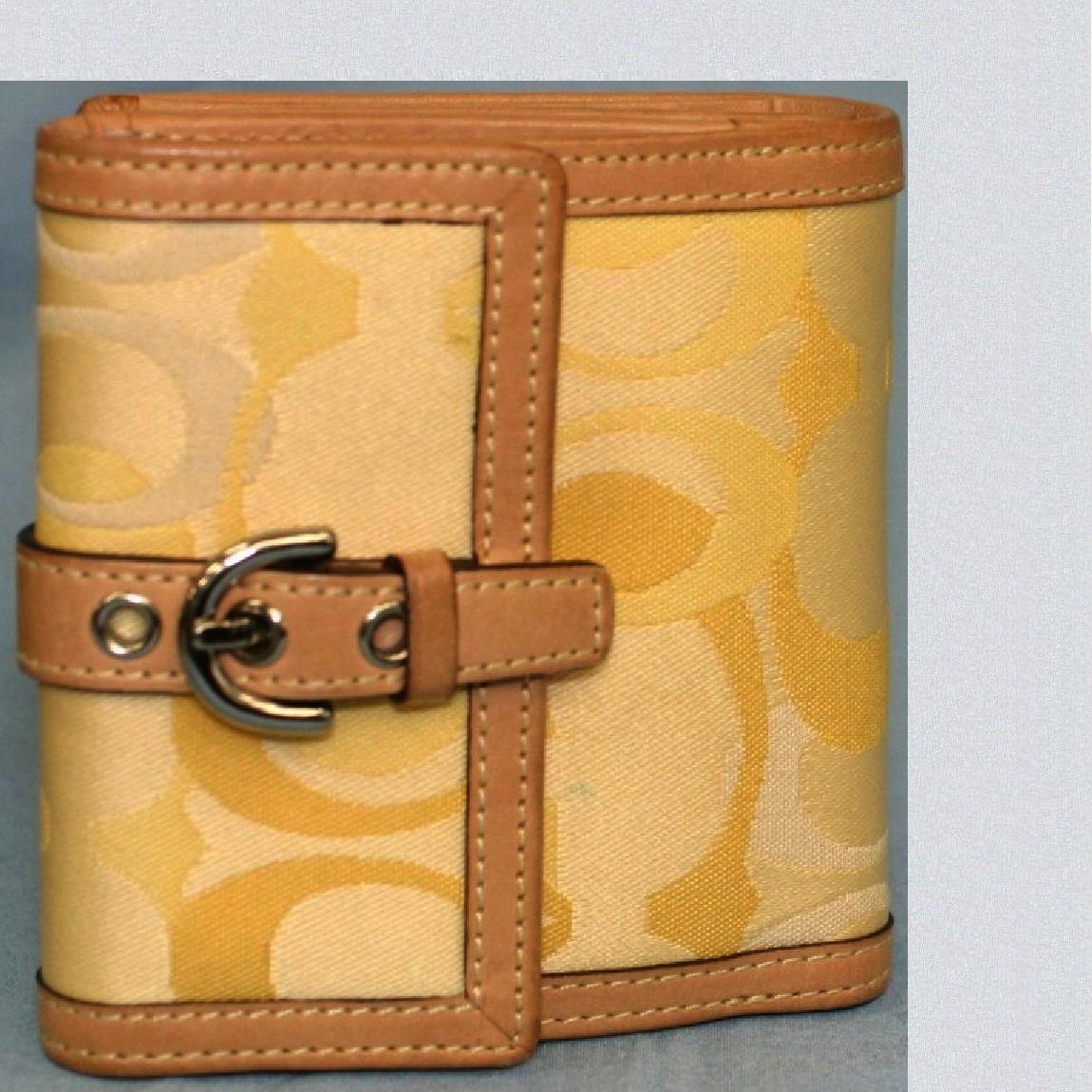 【中古】本物綺麗コーチ女性用10センチ黄色オプティックシグネチャーWホックの財布