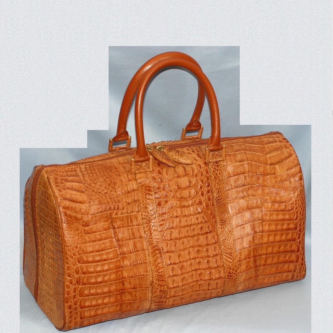 【中古】ほぼ新品高級感漂うブラウン色男女兼用42cmカイマンワニ素材旅行鞄ボストンバッグ