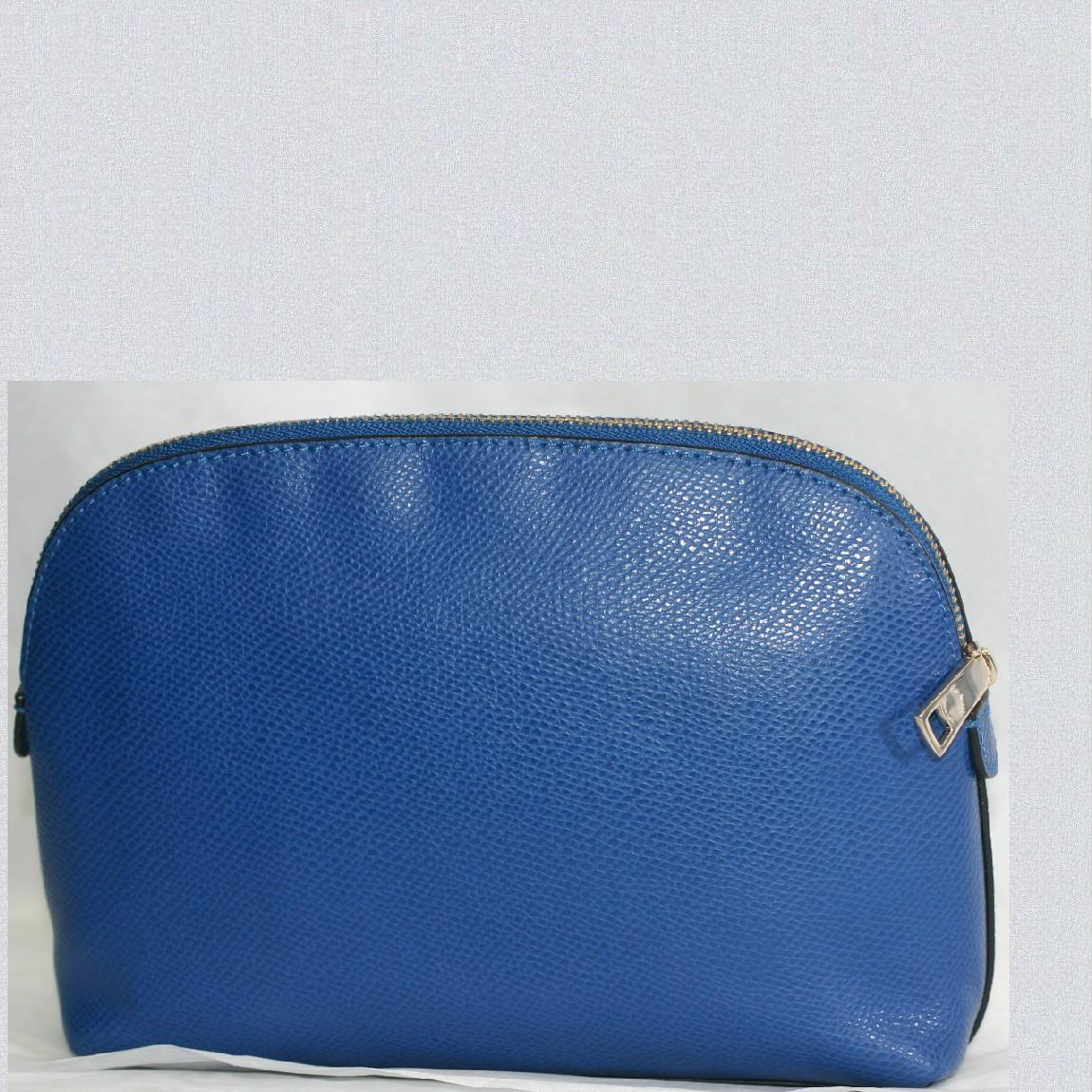 【中古】本物新品未使用コーチ女性用綺麗な青色革素材可愛いポーチM62957 サイズW22H14D6,5cm