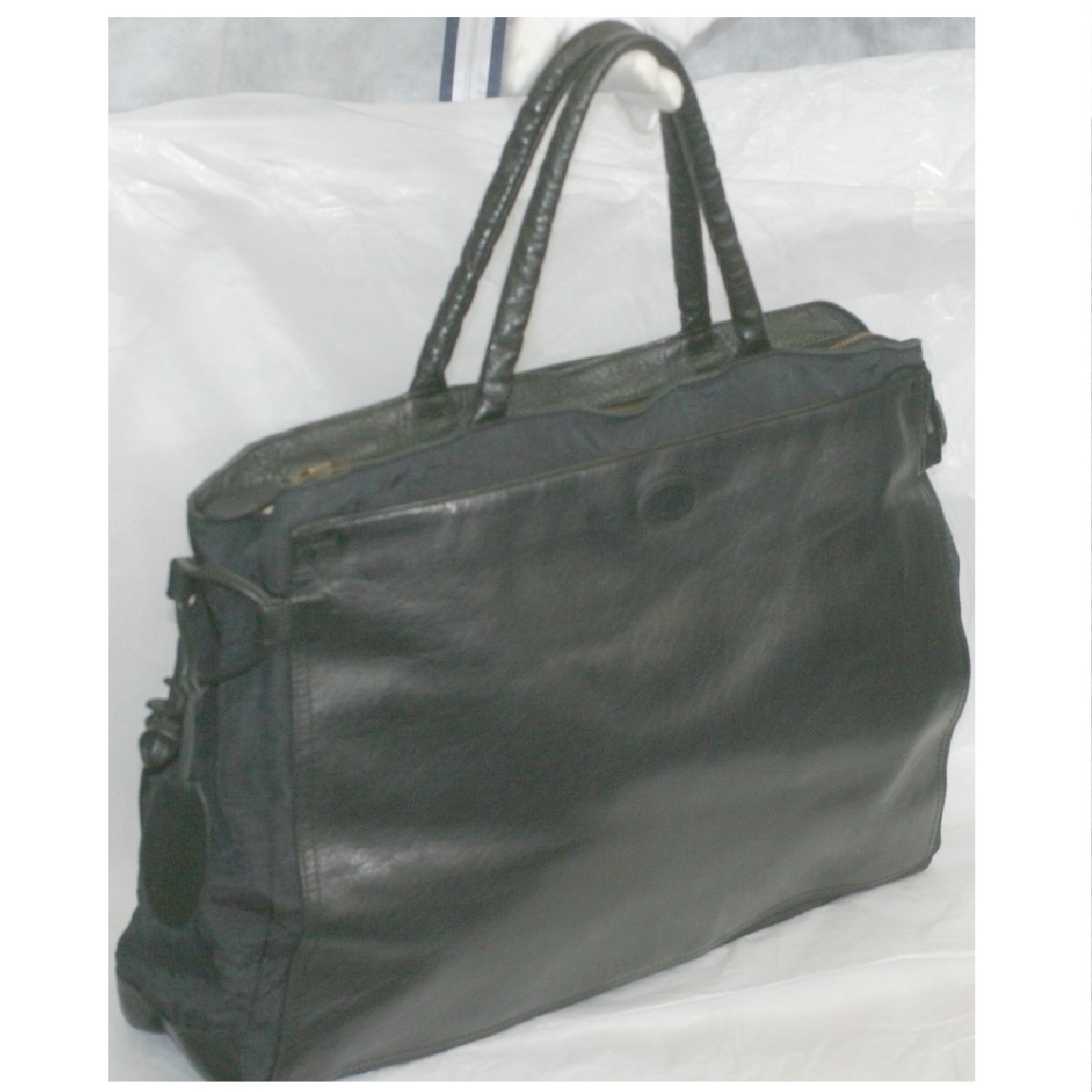 【中古】本物綺麗イビザ男女兼用黒いバッファローxナイロン素材比較的軽い書類鞄兼ブリーフケース サイズW40H28D11cm