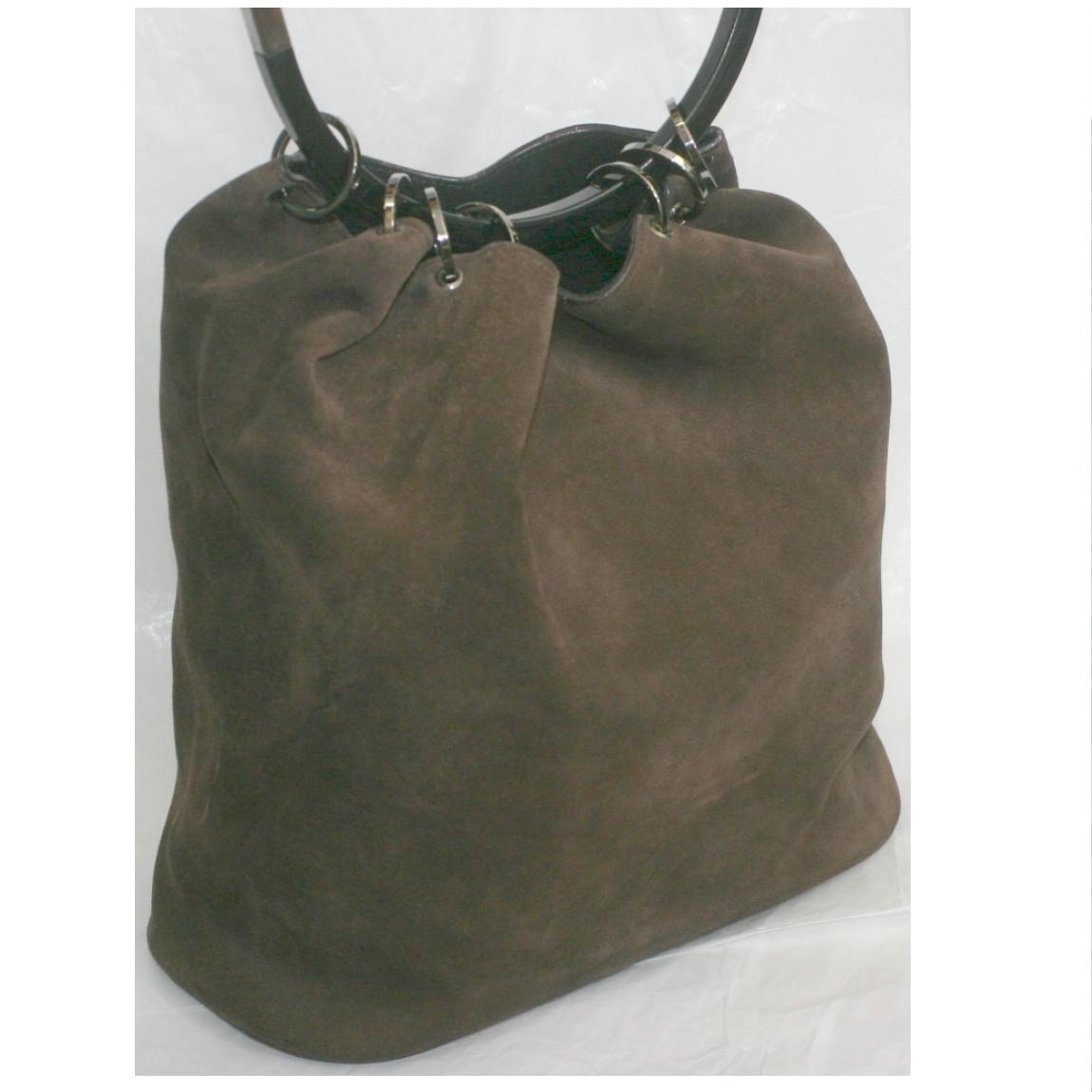 【中古】本物綺麗グッチ女性用焦げ茶色スエード素材の巾着式トートバッグ サイズW28H28D13cm
