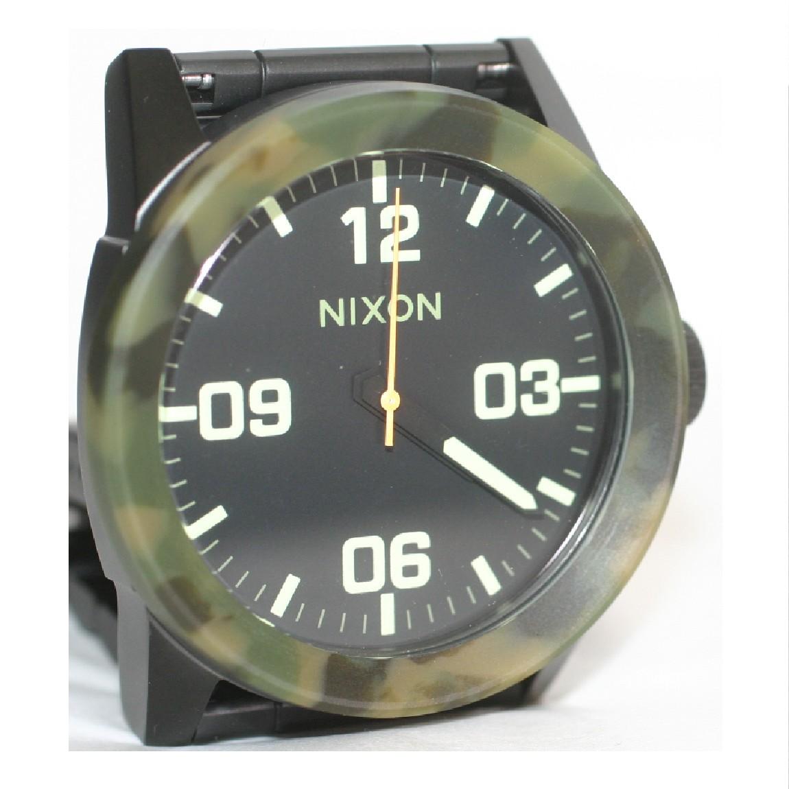 【中古】新品同様ニクソン紳士用迷彩柄ベゼルのごつい時計13G1 ○A14-15