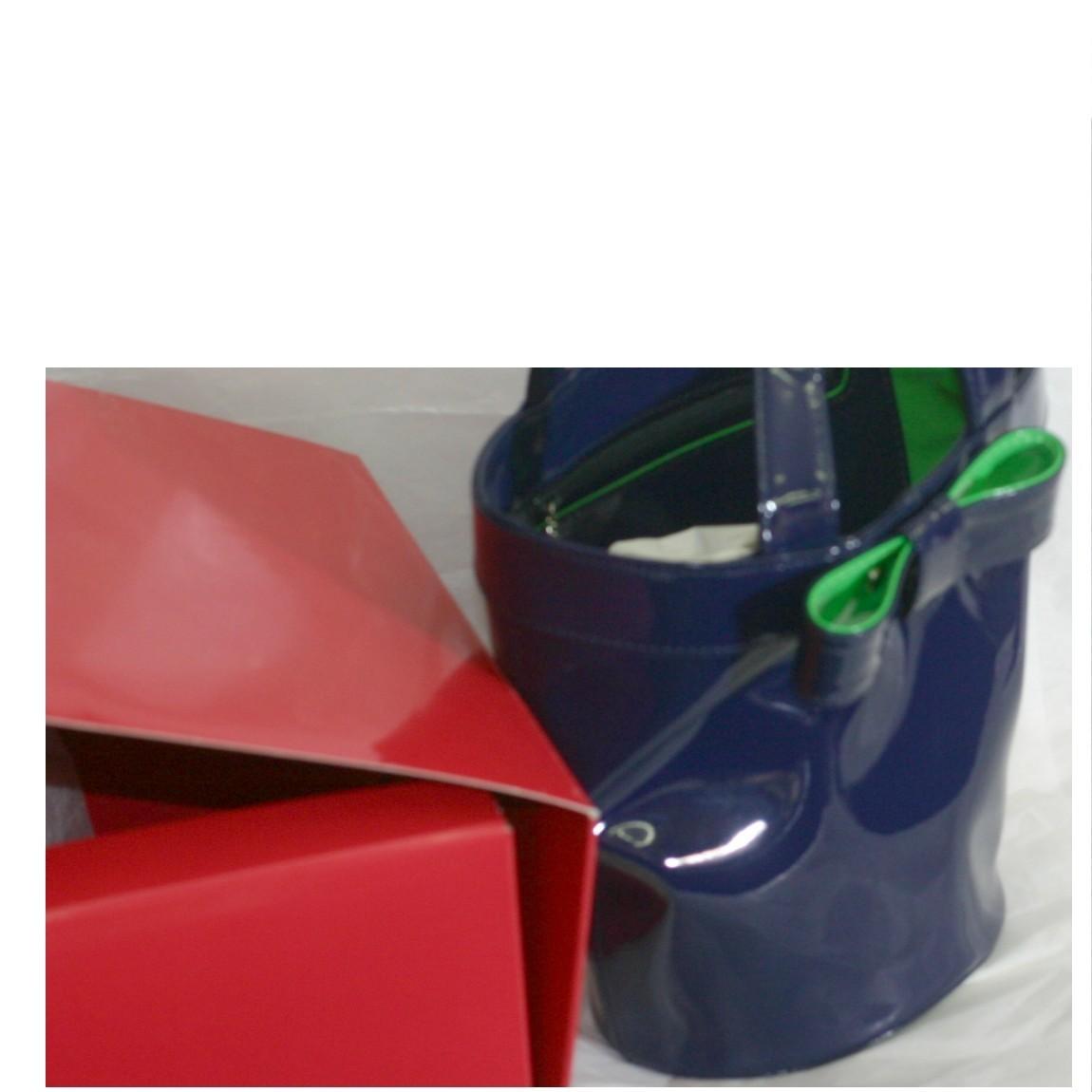 【中古】本物新品未使用キタムラ女性用綺麗な紺色エナメル素材のバケツ型可愛いサイズのトートバッグ