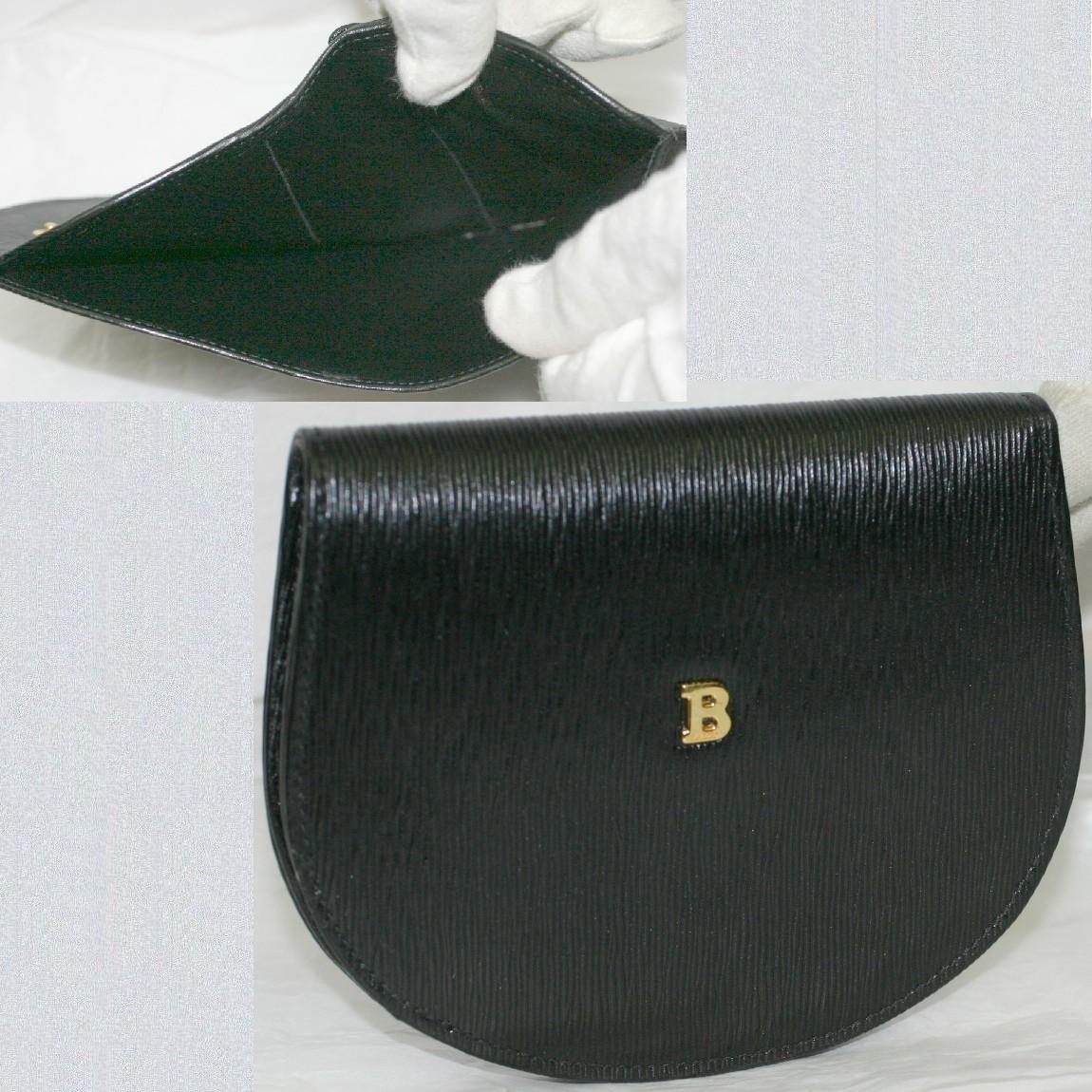 【中古】本物ほぼ新品バリー女性用半円形黒い革素材財布