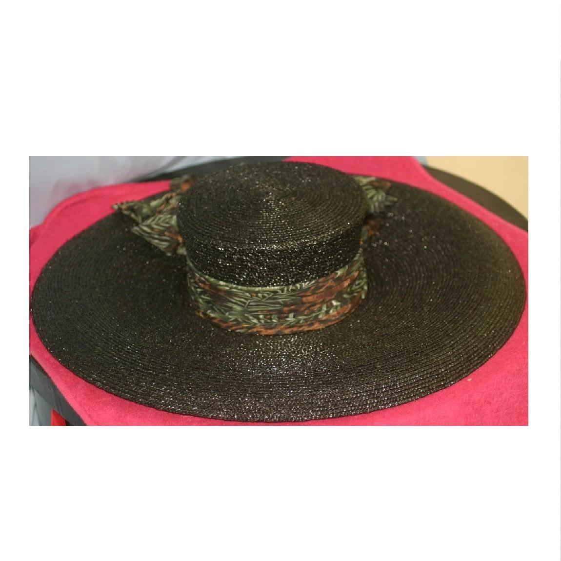 【中古】本物新品同様エルメス直径53センチ黒い竹素材ゴージャスな帽子竹模様のスカーフが巻かれています