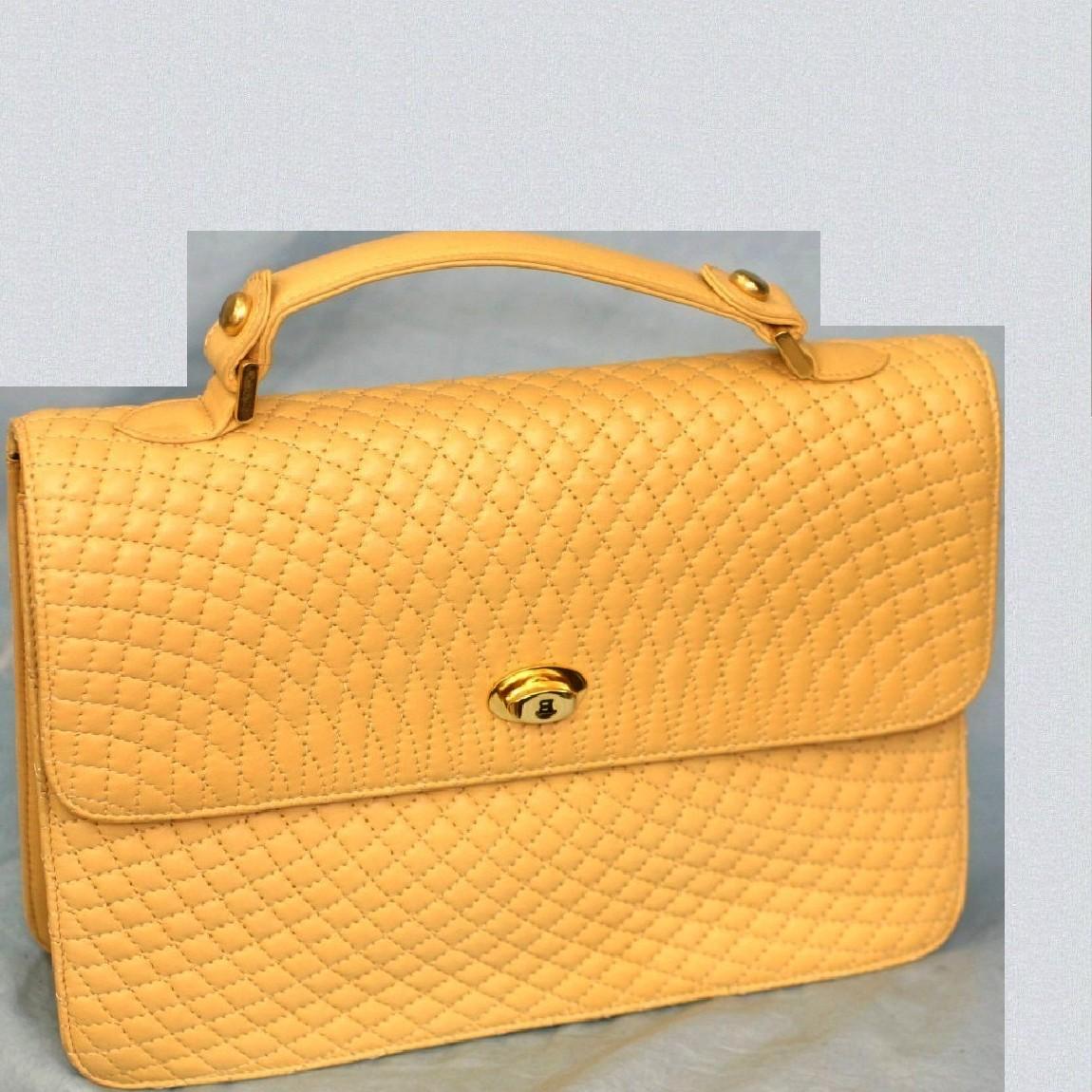 【中古】本物綺麗BALLYバリー27センチ女性用持ち手付柔らかい黄色xベージュセカンドバッグ