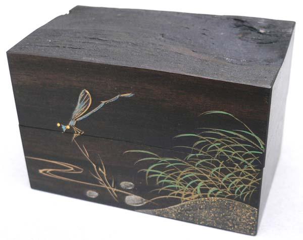黒柿割香合 水辺に糸蜻蛉蒔絵