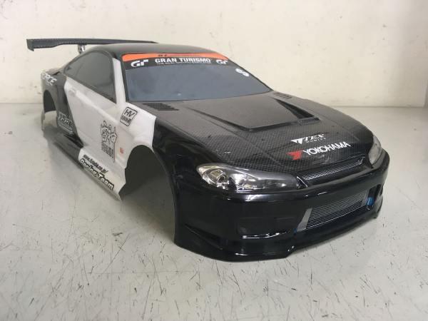 ヨコモ 1/10 S15 シルビア ホワイトブラック カーボン調ボンネット ライトプラパーツ・GTウイング付