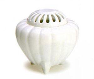 空薫用香炉(そらだきようこうろ)香炉 有田焼白磁 太白菊型
