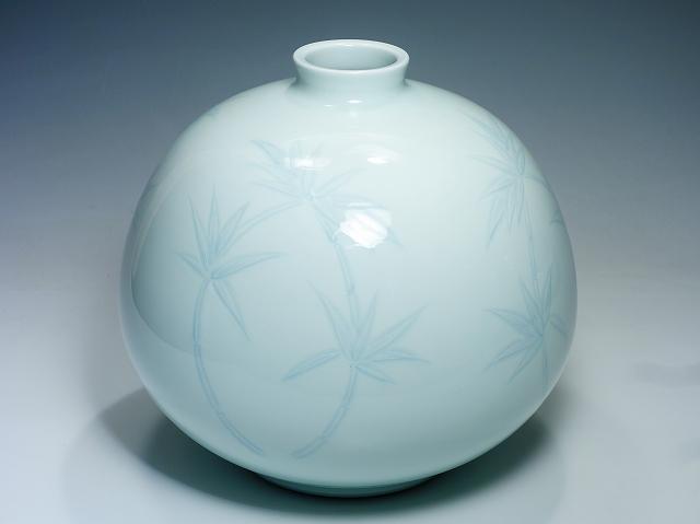 人間国宝 井上萬二 本人作 白磁彫文花瓶 25.5cm 大型 竹文 丸型 花器 花生 茶道具 【中古】