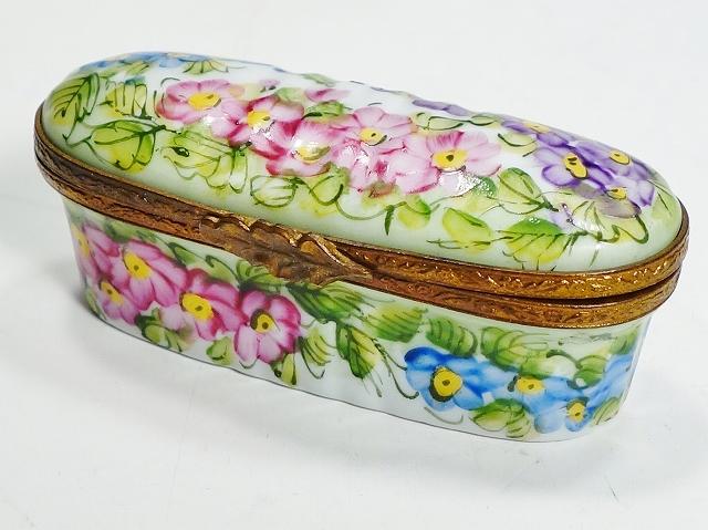 【リモージュボックス オーバル型 フラワー】(Limoges France リモージュ フランス 楕円型 花 ピルケース ジュエリーケース かわいい)【中古】