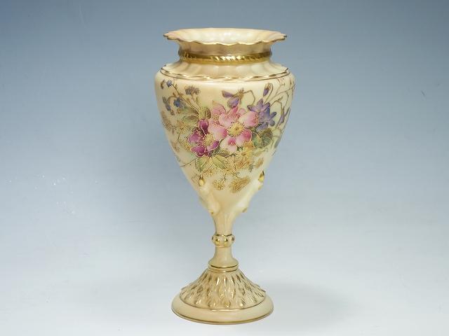 【ロイヤル・ウースター 1912年 アンティーク ブラッシュ アイボリー フラワーベース】(Royal Worcester ヴィンテージ 花瓶 花器 インテリア 花文 鳥足)【中古】