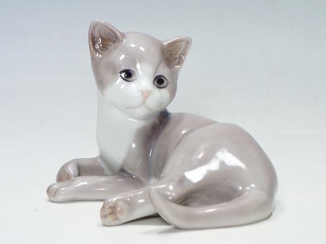 陶器人形 インテリア 置物 ビングオーグレンダール B 迅速な対応で商品をお届け致します G 振り返る子猫 ネコ ねこ 中古 お見舞い フィギュリン