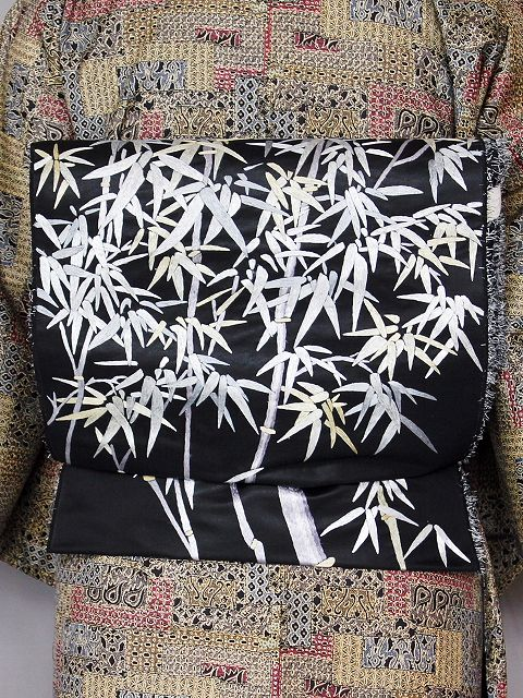 お仕立てサービスいたします 竹の柄の刺繍が施された正絹袋帯 黒地の正絹袋帯 未仕立帯 Q3800