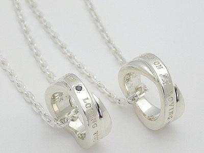 ペアネックレス メッセージペアネックレス シルバーアクセサリー ホワイトダイヤモンド ブラックダイヤモンド ペアペンダント 誕生