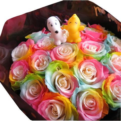 クリスマスプレゼント スヌーピー入り 花束 レインボーローズ プリザーブドフラワー 花束 大輪系20本使用 ◆スヌーピーマスコット種類はおまかせ♪何が入るかはお楽しみに♪