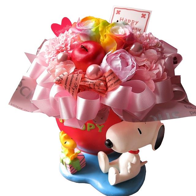 結婚祝い スヌーピー付き 花束風 ギフト レインボーローズ プリザーブドフラワー入り ハートプランター ケース付き