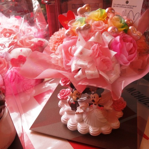 結婚祝い ディズニー 花 ミッキー ミニー ウェディングプランター レインボーローズ入り プリザーブドフラワー ケース付き