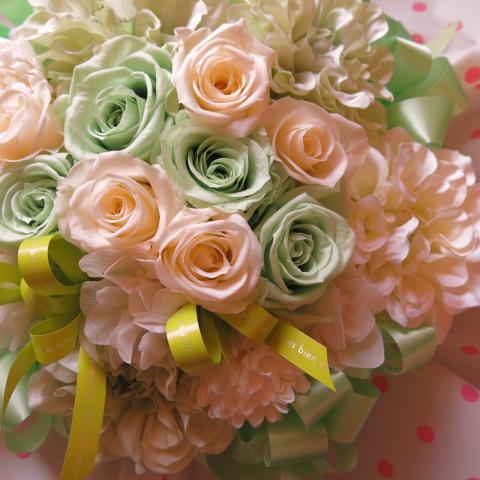 誕生日プレゼント フラワーギフト グリーン&ホワイトバラ プリザーブドフラワー ◆誕生日プレゼント・記念日の贈り物におすすめのフラワーギフト
