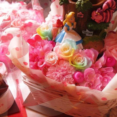 結婚祝い ディズニー 花 フラワーギフト アリス 不思議な国のアリス レインボーローズ入り プリザーブドフラワー ケース付き ディズニー プリンセス♪