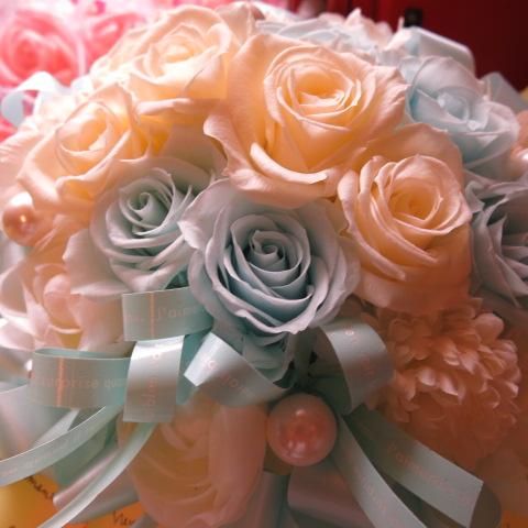 結婚祝い プレゼント 花 水色 白バラ プリザーブドフラワー ケース付き ホワイト&ブルー