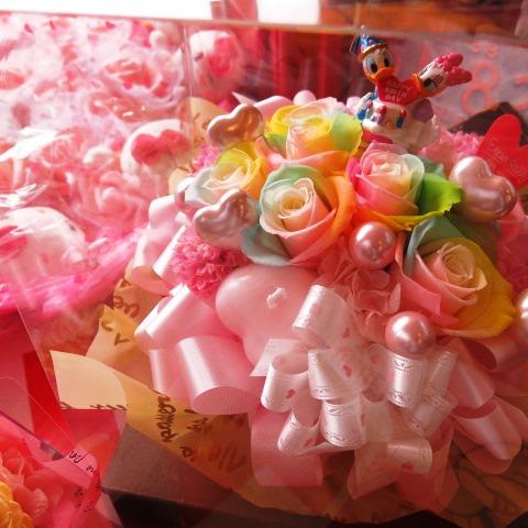 誕生日プレゼント ドナルド デージー入り 花 レインボーローズ プリザーブドフラワー入り ドナルド デージー バースデーA ケース付き