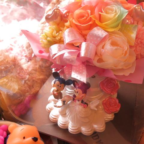 結婚祝い ディズニー ミッキー ミニー ウェディングプランター レインボーローズ入り プリザーブドフラワー ケース付き ビタミンカラーver