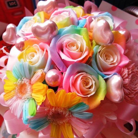 レインボーローズ 花束風 プリザーブドフラワー ケース付き ハート5入り ◆誕生日プレゼント・記念日の贈り物におすすめのフラワーギフト