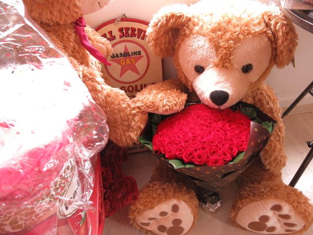 クリスマスプレゼント ダッフィー付き 特大 ぬいぐるみ 100cm プリザーブドフラワー 花束 赤バラ100本 大きなダッフィーがお花を抱えた サプライズギフト