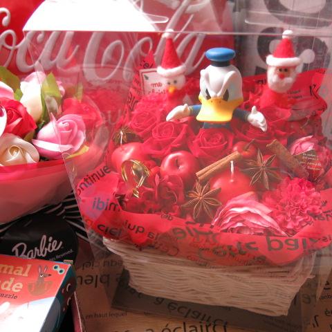 クリスマスプレゼント 花 ディズニー ドナルド&サンタ・スノーマン入り 赤バラ プリザーブドフラワー入り ケース付き