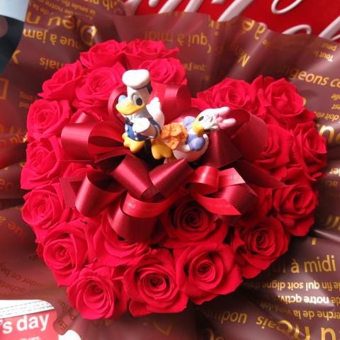 ドナルド デージー入り 花 ハート フラワーギフト ハート プリザーブドフラワー 赤バラ