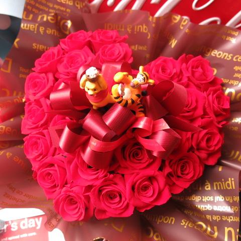 プーさん ティガー入り 花 ハート フラワーギフト ハート プリザーブドフラワー ディズニー 赤バラ