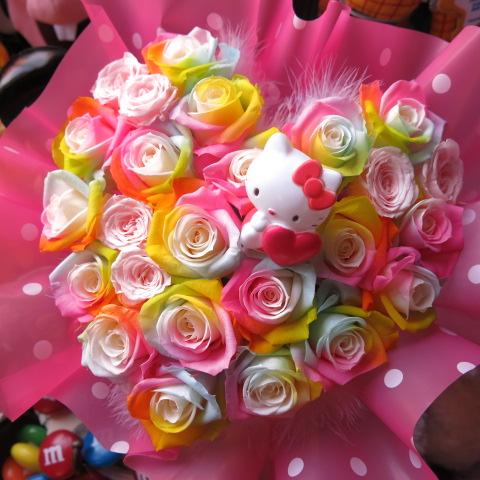 母の日 キティ入り 花束風 レインボーローズ プリザーブドフラワー入り ハート フラワーギフト キティちゃん入り ケース付き 20×30 誕生日プレゼント・記念日の贈り物におすすめのフラワーギフト
