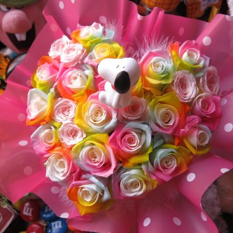 スヌーピー入り 花 レインボーローズ プリザーブドフラワー入り ハート フラワーギフト スヌーピー入りケース付き 20×30 誕生日プレゼント・記念日の贈り物におすすめのフラワーギフト