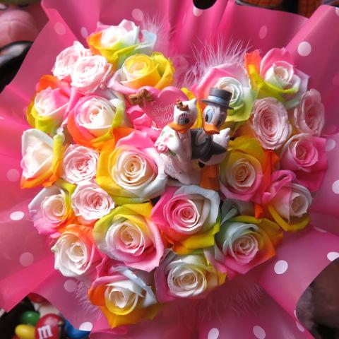 結婚祝い ドナルド デージー 入り 花 ハート フラワーギフト レインボーローズ プリザーブドフラワー ケース付き ウェディングA 誕生日プレゼント 記念日の贈り物におすすめのフラワーギフト